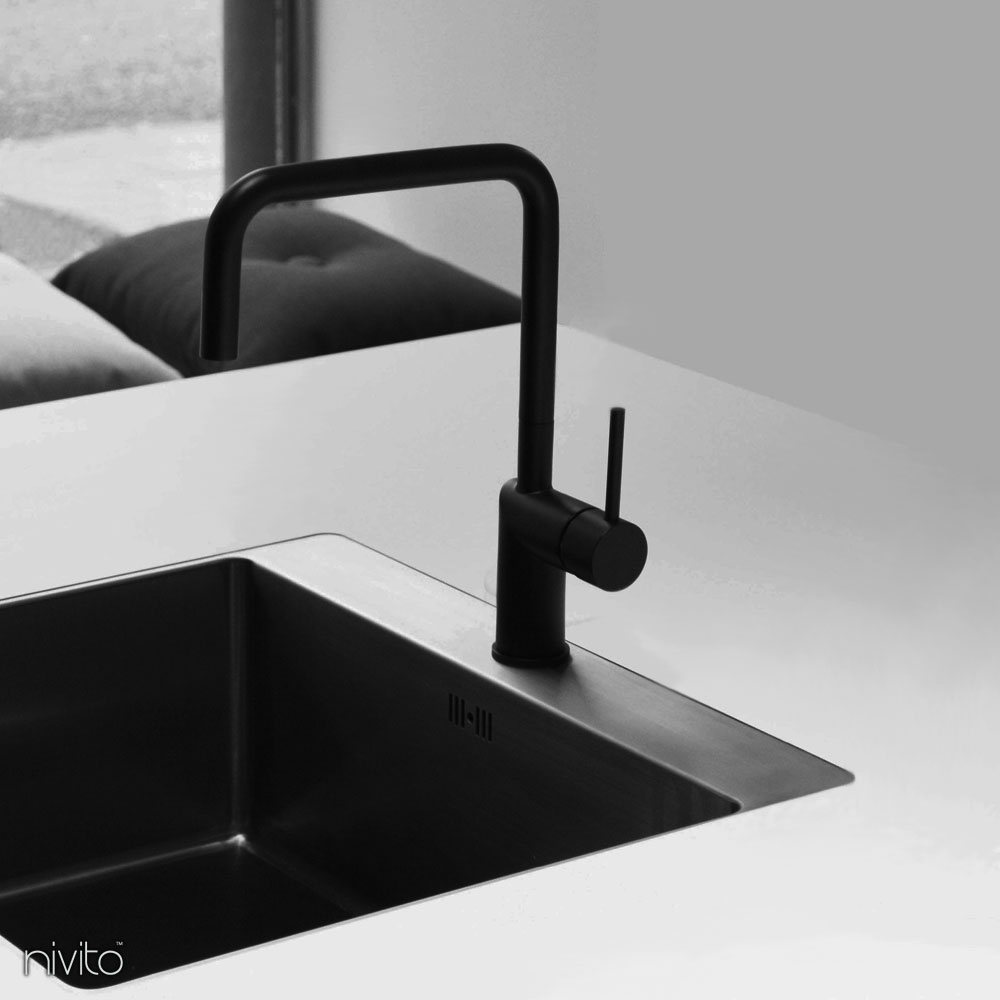 Siyah mutfak musluk